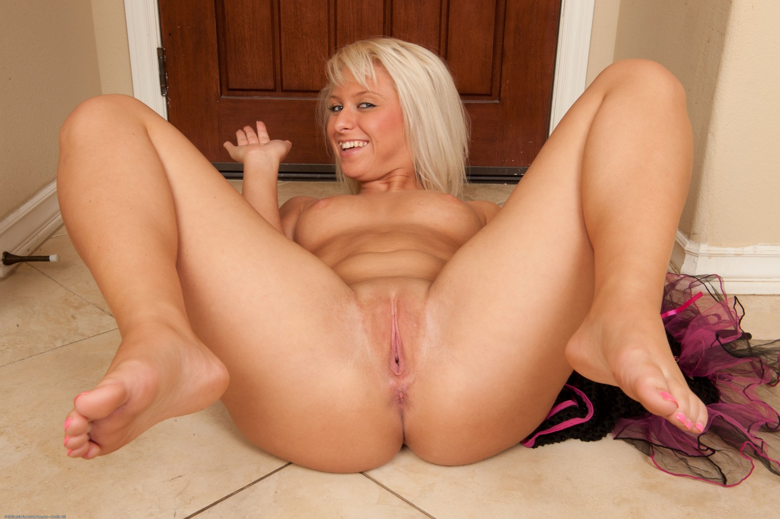 Mature legs spread babe
